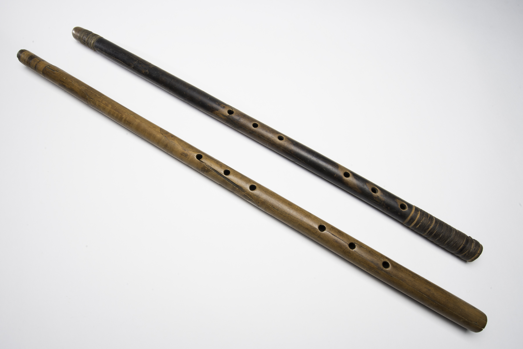 A-14550 and 51, 620–670 CE (Common Era=AD). Length: 68.5 cm, diameter: 2.8 cm.