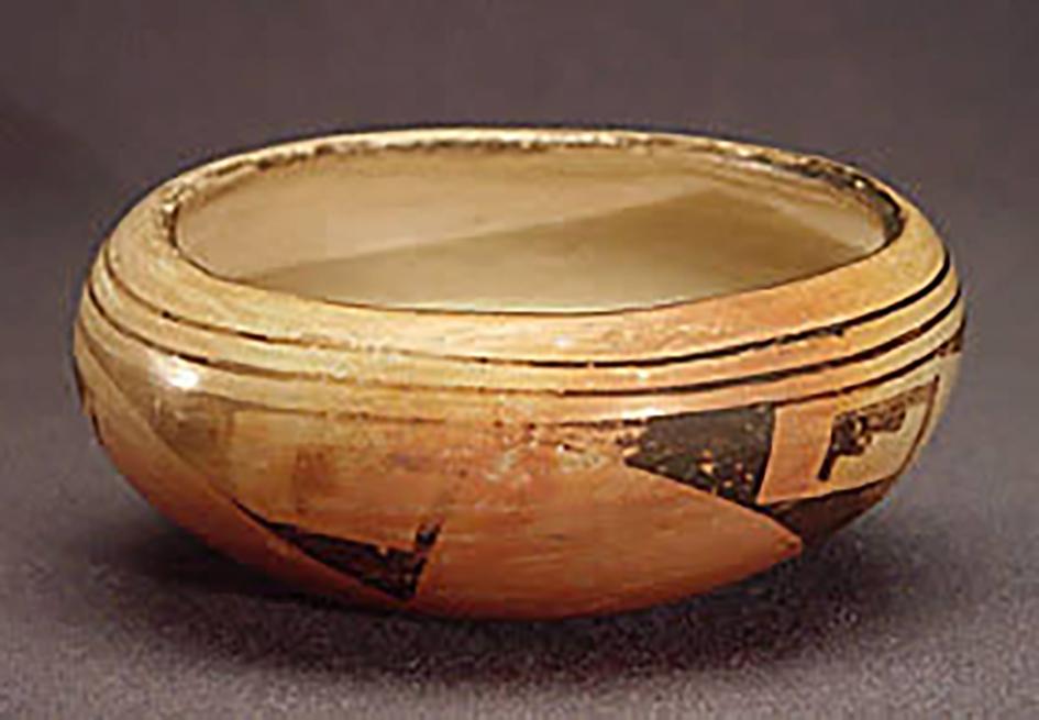 Small polychrome bowl, around 1930. ASM e-3655.
