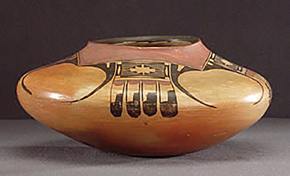 Polychrome jar with abstracted eagle motifs, around 1900-1910. ASM e-8996.