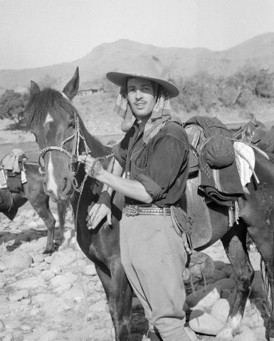 Donald B. Cordry at Rio Grande de Santiago, Nayarit, Mexico. Dorothy M. Cordry, photographer, 1937. ASM Cordry-331.